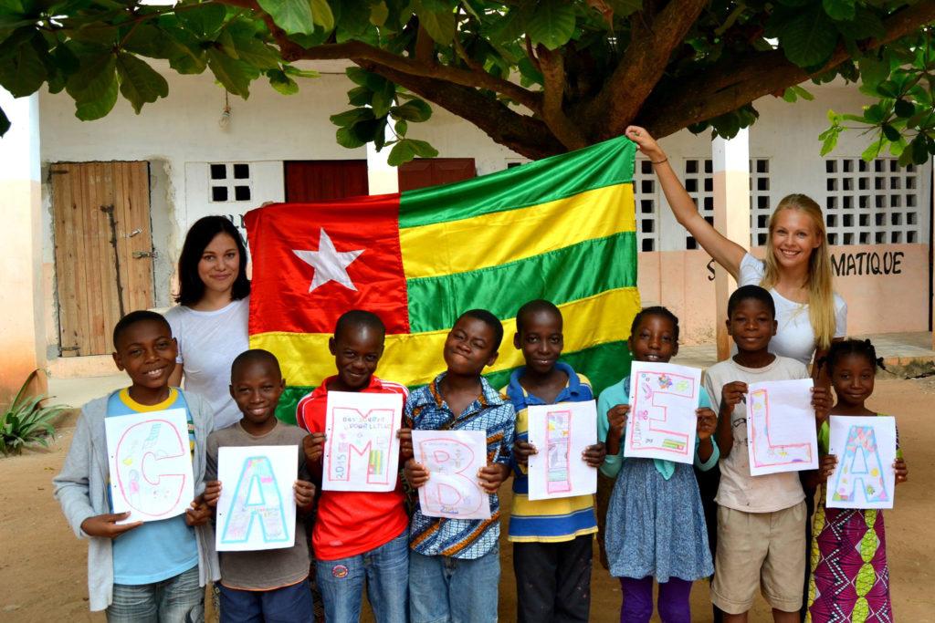 Gruppenfoto mit togolesischen Kindern